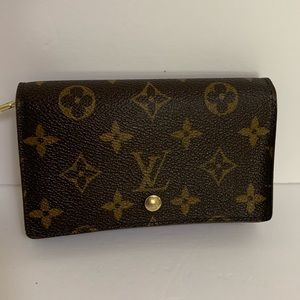 Louis Vuitton monogram short/compact wallet
